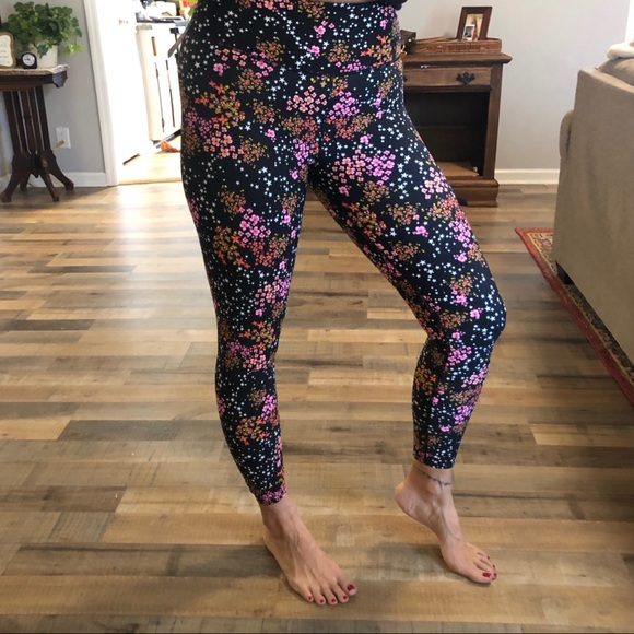 NEW CROP VICTORIA/'S SECRET VSX BLACK FLORAL TIGHT LEGGING PANTS MEDIUM